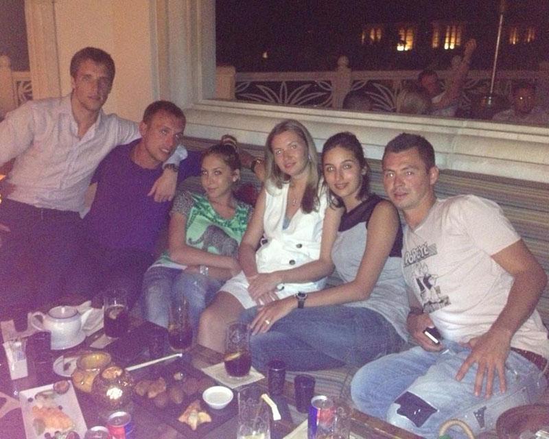 Динияр Билялетдинов с друзьями